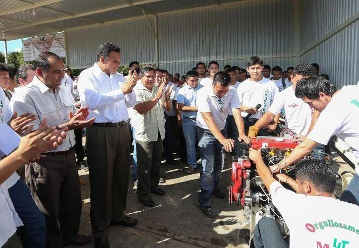 El Gobernador inauguró ayer la Universidad Tecnológica del Mayab, en Peto, institución que contribuirá a fortalecer el desarrollo económico y social de esa zona de Yucatán. (Cortesía)