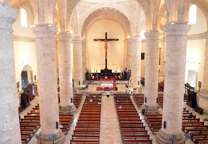 El máximo templo católico de Yucatán espera a cientos de fieles para la misa de gallo, en esta Navidad. (Milenio Novedades)