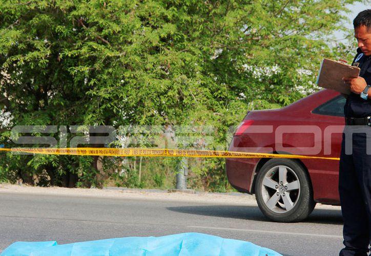 Un hombre se arrojó al pasó de un volquete, en periférico, y perdió la vida a causa de las lesiones. (Aldo Pallota/SIPSE)