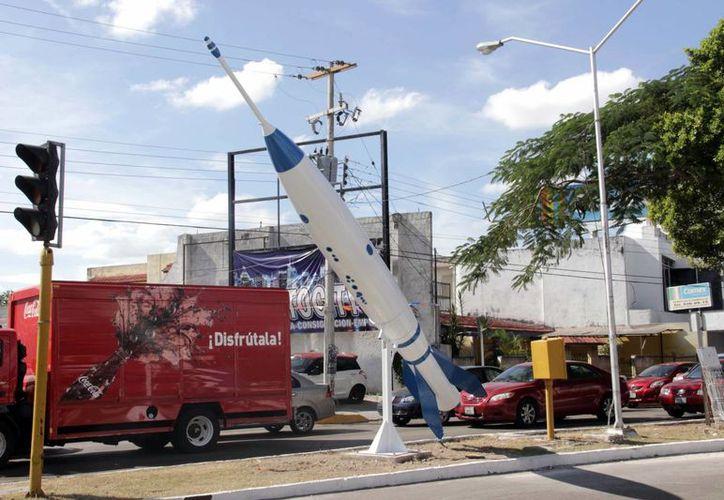 El Cohete regresa a  la avenida Circuito Colonias por la calle 36 de la Colonia Nueva Alemán, después de su 'manita de gato' con modificación de color incluido. (Milenio Novedades)