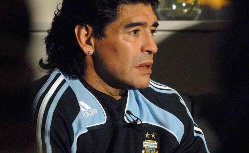 Maradona aún no ha tenido grandes éxitos como entrenador. En la foto, durante el Mundial de Sudáfrica. (mundialsudafrica.com/Archivo)
