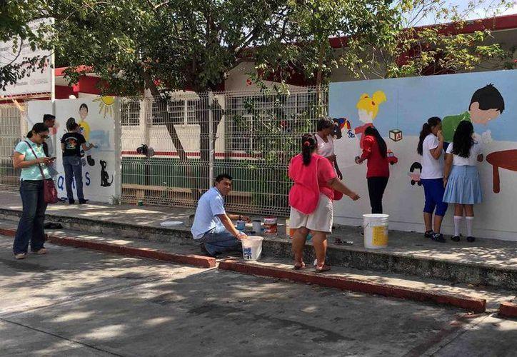 El mural del CAM se llama: Convivencia escolar y trabajo con valores. (Redacción/SIPSE)