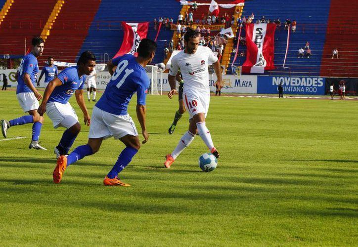 Pioneros de Cancún hace respetar su casa y contra todos los pronósticos saca ventaja de 3-1 sobre Cruz Azul Hidalgo. (Ángel Mazariego/SIPSE)