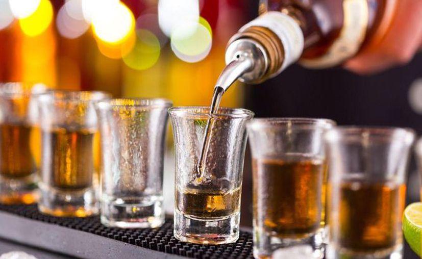 La Cofepris aseguró 344 litros de bebidas alcohólicas en Playa del Carmen y Cancún. (Foto: Contexto/Internet)