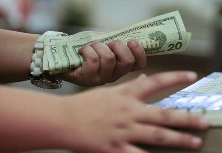 El billete verde tuvo un incremento de cinco centavos respecto al cierre del viernes 28 de noviembre pasado. (Foto de archivo)