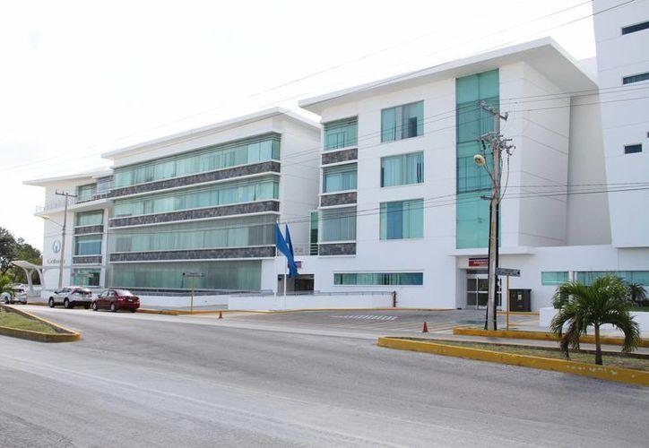 La clínica Oncology Center, que fue construida con inversión sueca, cuenta con tecnología de punta  para atender a pacientes con cáncer. (Tomás Álvarez/SIPSE)