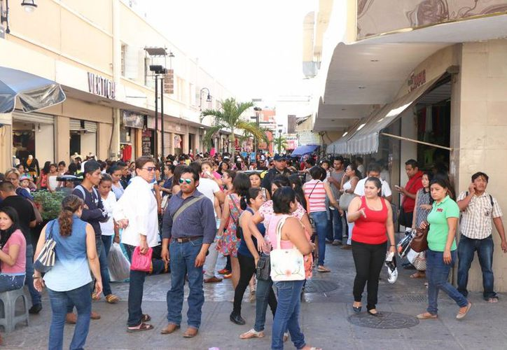 Empresarios esperan un incremento de 10% en las ventas navideñas en Mérida, en comparación con 2015. (José Acosta/SIPSE)