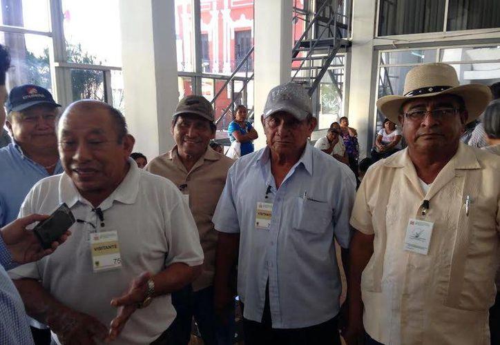 Un grupo de ejidatarios acudieron al Congreso local para denunciar un presunto fraude por parte de su comisario ejidal, Marcelino Vargues Canul. (Milenio Novedades)