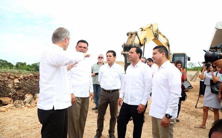 El alcalde Mauricio Vila participó este martes en el inicio de la construcción del nuevo edificio del Banco de Alimentos de Mérida. (Fotos cortesía del Gobierno)