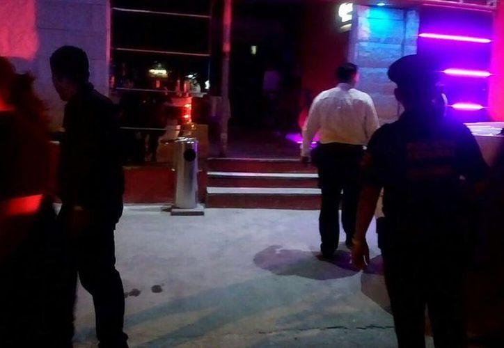 Activan Código Rojo por detonaciones por arma de fuego dentro del bar. (Redacción)