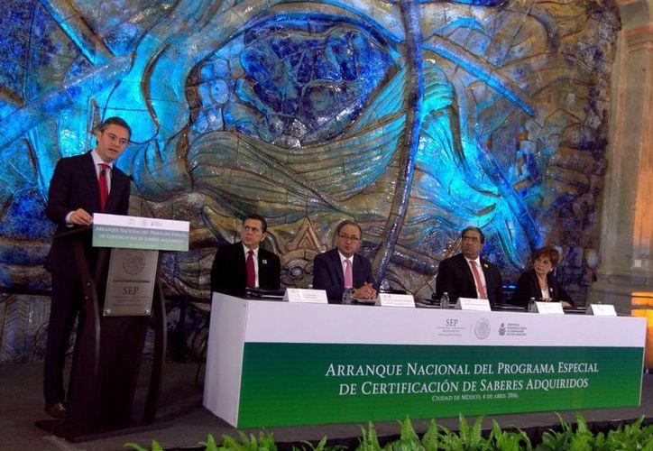 'La Alianza López Obrador-CNTE, un retroceso al sistema educativo', aseguró el secretario de Educación Pública, Aurelio Nuño Mayer, en el marco de la presentación del Programa Especial de Certificación de Saberes Adquiridos. (Notimex)
