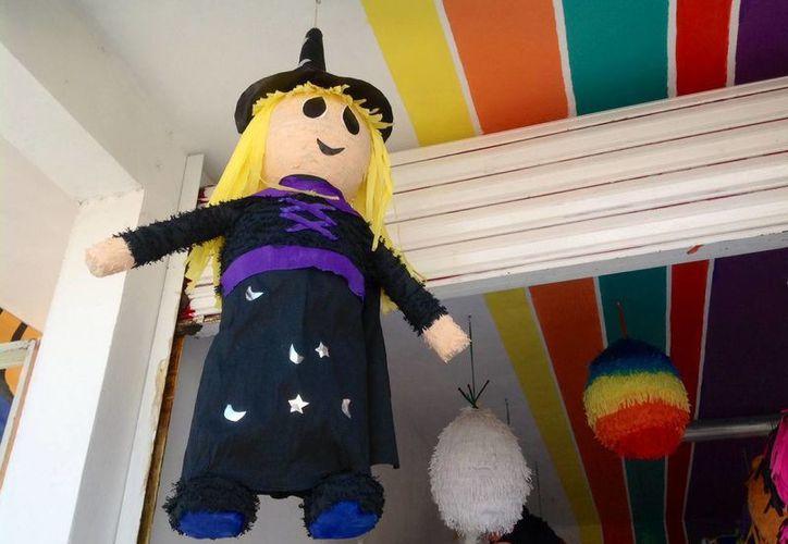 Las piñatas van desde los 120 pesos. (Yesenia Barradas/SIPSE)