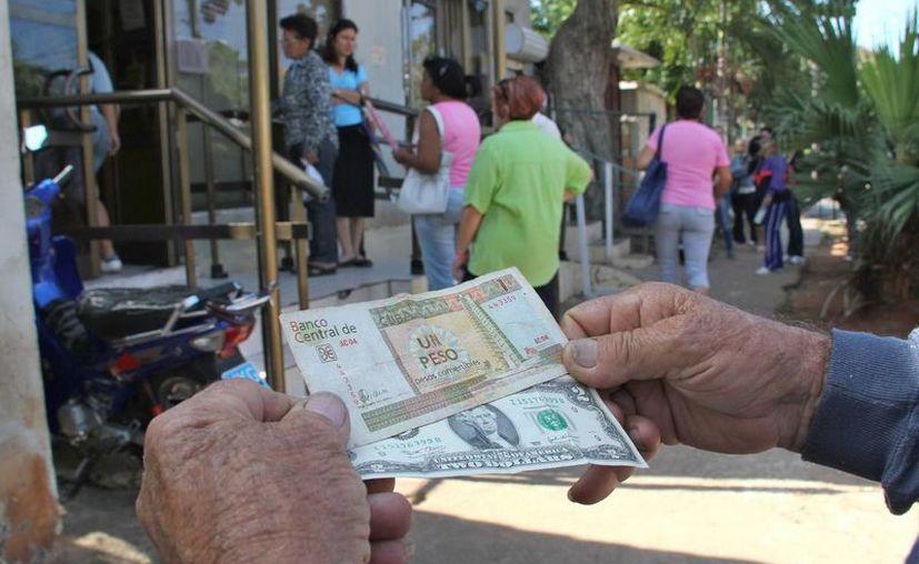 El CUP, cuya equivalencia es de 25 por un dólar, será la moneda única en Cuba. (Archivo/SIPSE)