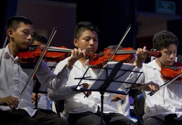 Debido a que cumple 10 años de existencia, la Orquesta Sinfónica Juvenil de Yucatán celebrará con un concierto gratuito en el Teatro José Peón Contreras. (Notimex)