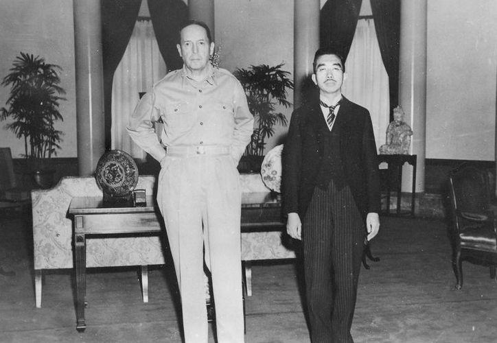 Fotografía del general MacArthur y el emperador Hirohito durante una reunión en Tokio, en septiembre de 1945, poco después del término de la Segunda Guerra Mundial. (pacificwarmuseum.org)