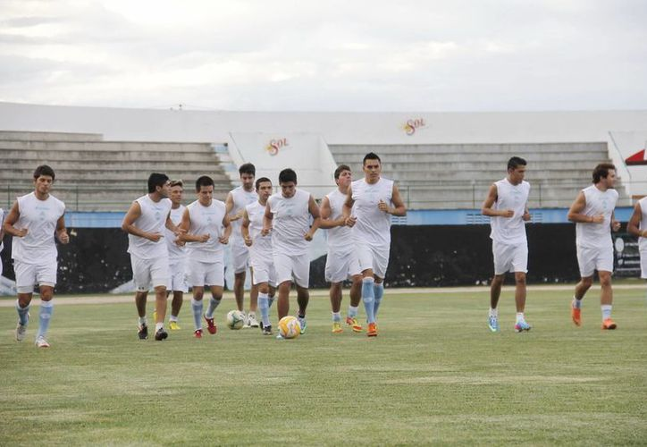 Los astados arrancaron ayer su pretemporada con miras al Torneo de Apertura 2013 de la Liga de Ascenso MX. (Juan Albornoz/SIPSE)