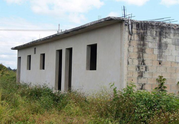 Varios predios fueron adquiridos por personas pudientes que esperan la dotación de servicios para construir cuartos para rentar.(Javier Ortiz/SIPSE)