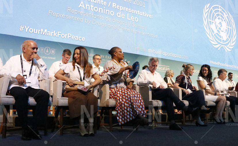 Laureados que participan en la Cumbre Mundial de los Premios Nobel de la Paz. (José Acosta/Novedades Yucatán)