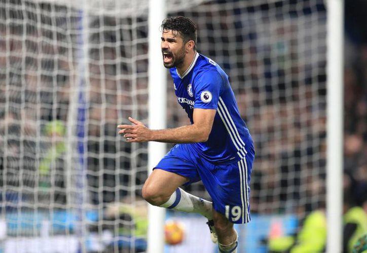 Diego Costa se encargó de sentenciar la décimo tercera victoria del Chelsea en la Liga Premier de Inglaterra.(Adam Davy/AP)
