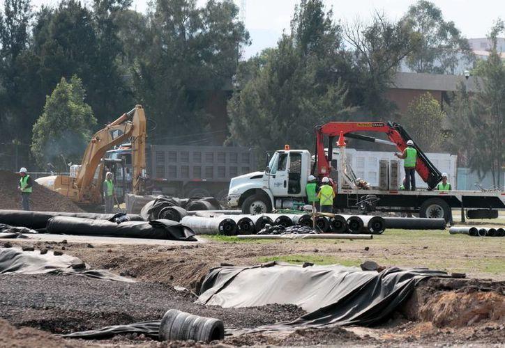 Trabajos de remodelación en el Autódromo Hermanos Rodríguez , que será sede del Gran Premio de Fórmula Uno en octubre y noviembre, en México. (Foto de archivo de Notimex)