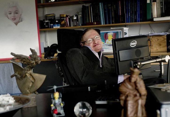 """""""Hawking"""" presenta al científico desde su juventud, cuando era un estudiante excéntrico, hasta su vida actual como uno de los científicos más conocidos del mundo. (Agencias)"""