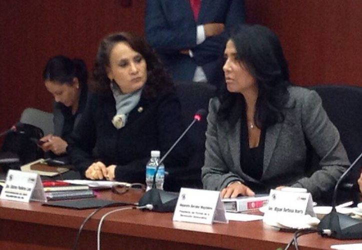Alejandra Barrales (foto) aseguró que con esta propuesta, el PRD busca distender el conflicto magisterial. (Facebook de Alejandra Barrales)