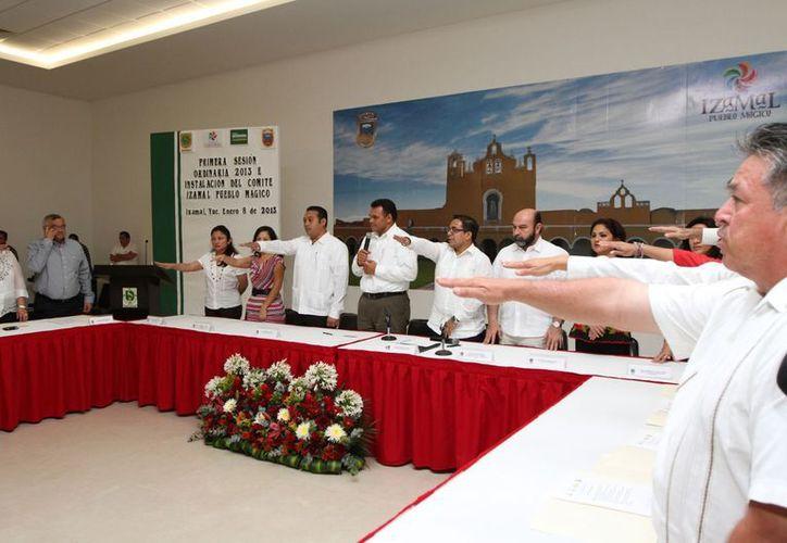 En las sesiones se nombró a José Sánchez y Gaspar Rosado, presidentes de los Comités Pueblo Mágico de Valladolid e Izamal, respectivamente. (Cortesía)