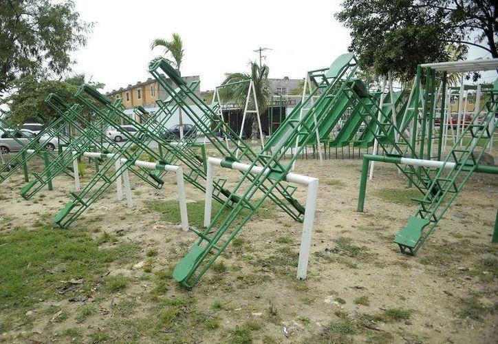 Algunos parques de fraccionamientos en Cancún lucirán con estos nuevos juegos. (Cortesía/SIPSE)