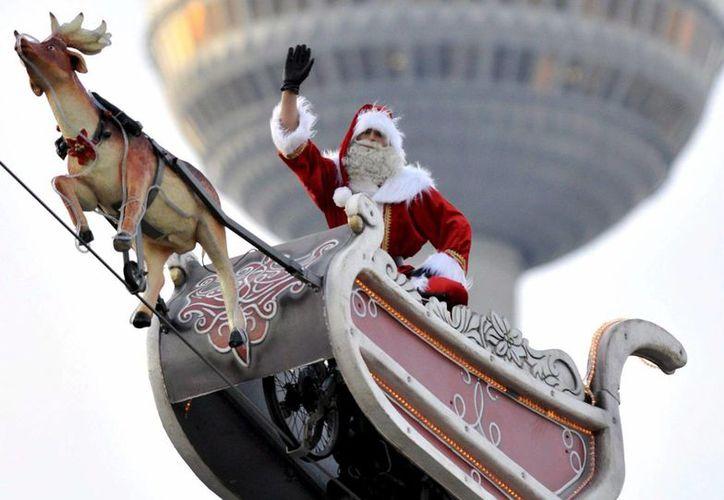 Los internautas que lo deseen podrán seguir desde los preparativos hasta el viaje minuto a minuto que llevará a Santa Claus a dar la vuelta al mundo en una noche. (EFE/Archivo)