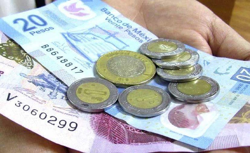 Se espera un incremento de 10 pesos al salario mínimo, que llegaría a los 98.36. (Milenio Novedades)