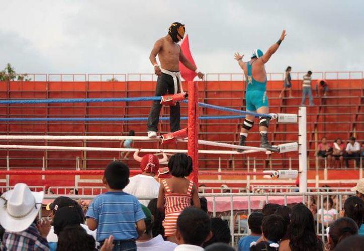 Los aficionados al deporte de los costalazos se congregaron para disfrutar de este magno evento. (Cortesía/SIPSE)