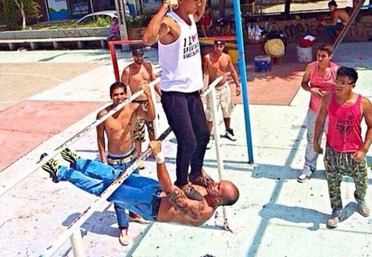 Imagen de Los Espartanos durante su entrenamiento en uno de los parques de la Ciudad de México. (Facebook Gea Fabián)