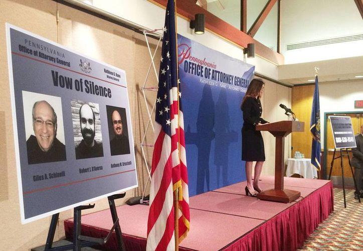 La fiscal general de Pennsylvania, Kathleen Kane, anuncia en conferencia de prensa los cargos contra los dirigentes de la Orden de Franciscanos en Holydaysburg, el martes 15 de marzo de 2016.(Foto: Ed Hille /The Philadelphia Inquirer vía AP)