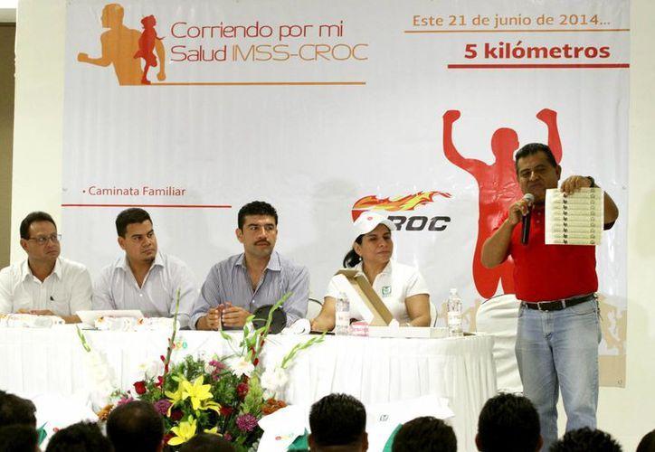 Personal del Instituto Mexicano del Seguro Social presentó la convocatoria para el evento deportivo, dirigido al público en general. (Adrián Monroy/SIPSE)
