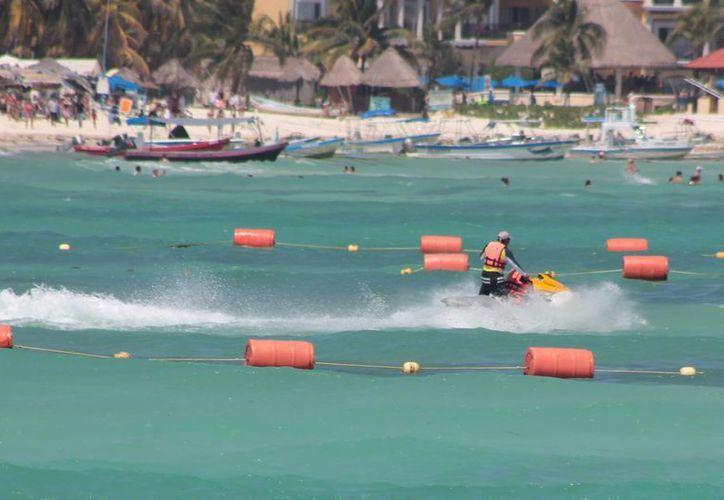 Una de las dos personas que intentaron llegar a Cozumel en moto acuática, fue rescatada al mediodía de ayer. (Archivo/SIPSE)