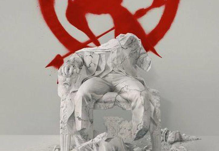 Este es el nuevo cartel del cuarto filme de acción de Los Juegos del Hambre, Sinsajo parte 2. El cartel hace alusión al derrocamiento del presidente Snow. (aullidos.com)