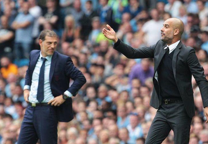 Josep Guardiola tratará este sábado de mantener su dominio deportivo sobre Mourinho cuando se enfrenten el Manchester City contra el United. (AP)
