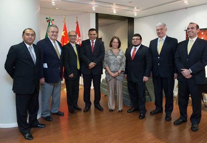 Foto oficial tras la inauguración de las oficinas de Grupo Plenum, en Hong Kong, China. (yucatan.gob.mx)