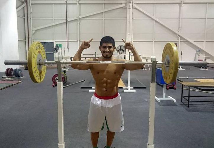 Lino Montes es uno de los deportistas locales que busca llegar los Juegos Centroamericanos y del Caribe. (Milenio Novedades)