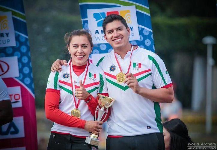 Después de ganar el metal dorado, Juan René Serrano y Aída Román se alistan para la Final de la Copa del Mundo que se realizará en el Zócalo de la Ciudad de México. (Facebook: Comité Olímpico Mexicano)