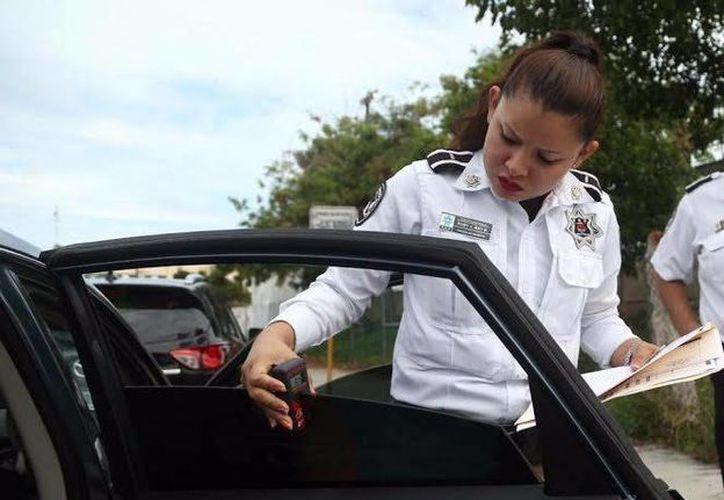Los elementos verificarán que el conductor lleve el certificado de polarizado. (Foto: Redacción)