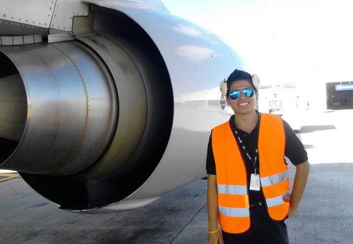 Los estudiantes desde el quinto semestre realizan sus prácticas profesionales en talleres de aeronaves. (Redacción/SIPSE)