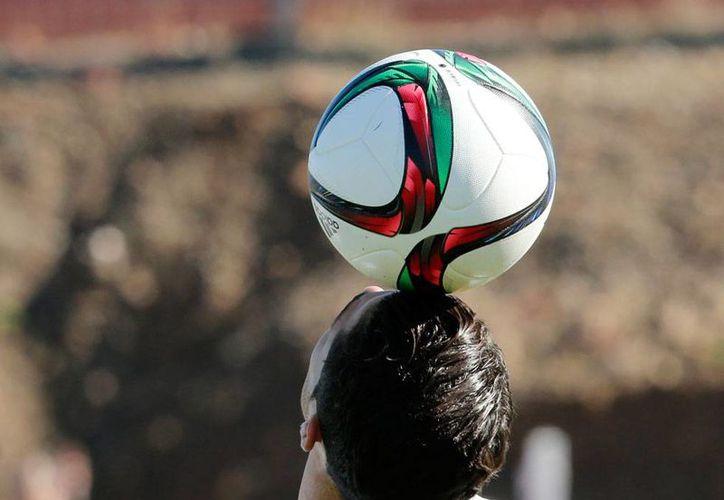 Inteligencia en el manejo del balón es la clave para derrotar al Real Madrid, asegura Matías Lamens, presidente del club San Lorenzo, quien comenzó a calentar el partido final al demostrar sus dudas sobre el abitraje. La imagen es únicamente con fines ilustrativos. (AP)