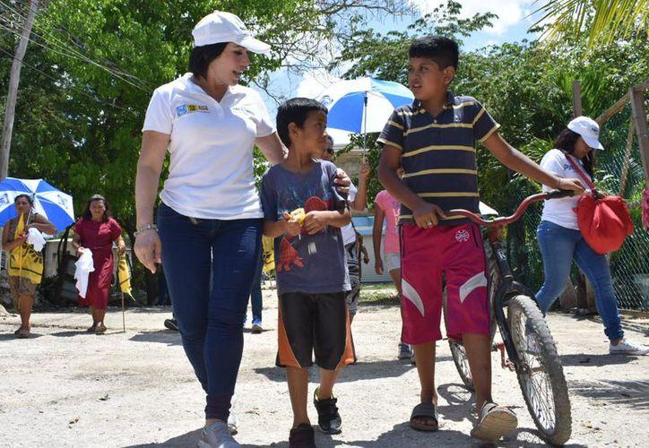 Los planteamientos e iniciativas que a nivel nacional encabeza Ricardo Anaya representan beneficios para la población y no son producto de ocurrencias, destacó Gaby Pallares. (Redacción/SIPSE)