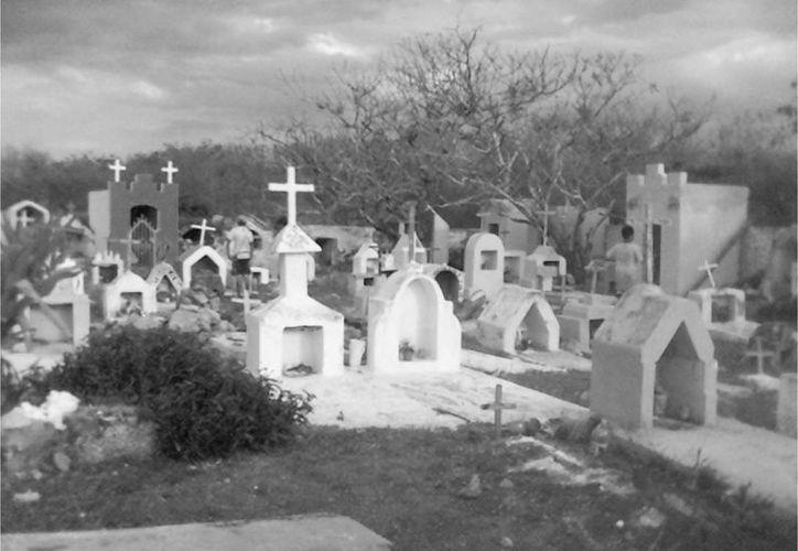 El cementerio de Abalá guarda secretos paranormales. (Jorge Moreno/SIPSE)