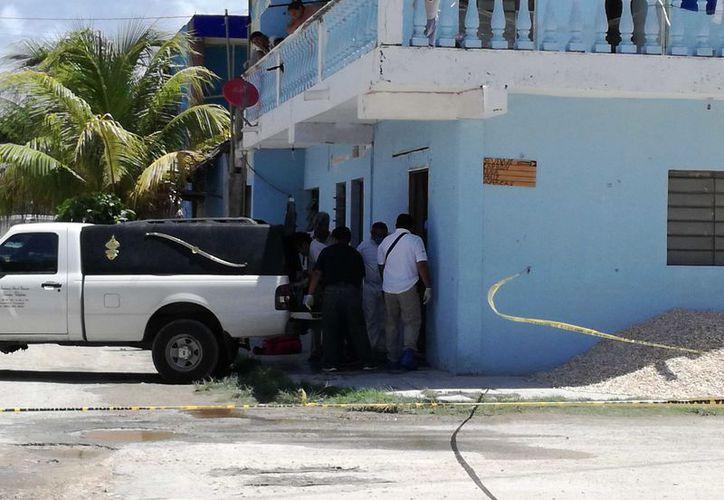 Los peritos forenses encontraron en el interior del cuarto signos de violencia y varios lagos hemáticos. (Sara Cauich/SIPSE)