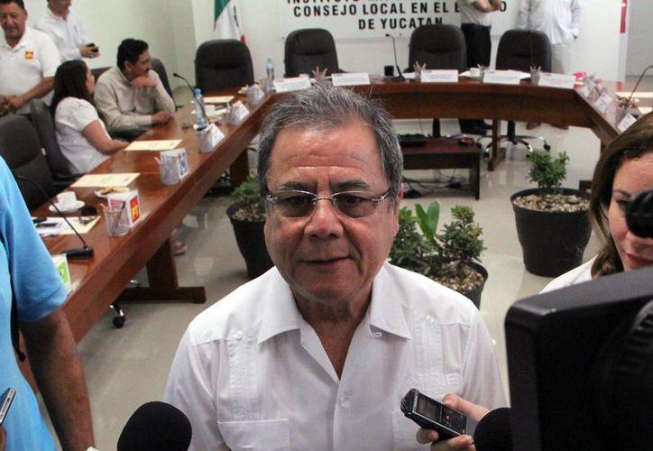 Imagen del vocal Ejecutivo de la Junta Local del INE, Fernando Balmes Pérez, quien habló sobre los informes de fiscalización de gastos de campaña que esperan. (José Acosta/SIPSE)