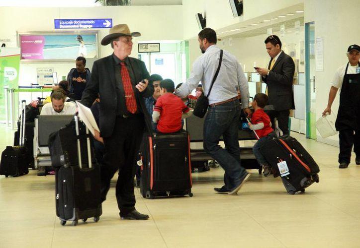 Sólo el año pasado, en los primeros nueve meses, los viajeros foráneos que llegaron a Mérida sumaron 186 mil 193. (Jorge Acosta/SIPSE)