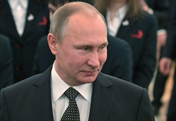 Se informa que Vladimir Putin ordenó atacar a la campaña de Hillary Clinton para beneficiar el triunfo de Trump. (AP/Alexei Nikolsky)