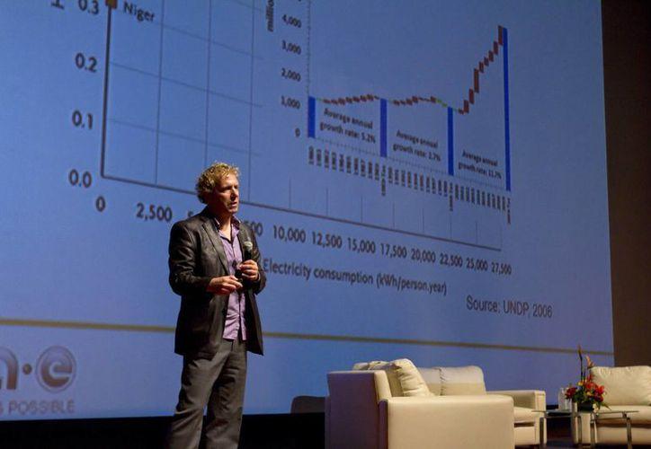 En el encuentro 'El futuro de la energía en México', en el Museo del Mundo Maya, el especialista John Lemmon declaró que las condiciones que posee México para la generación de energía eólica, solar y mediante biocombustibles, lo proyectan como un país altamente competitivo en la materia. (Notimex)